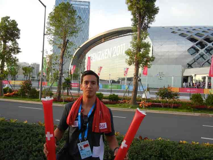 IM Oliver Kurmann vor dem Austragungsort in Shenzhen