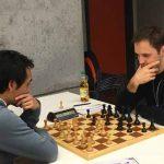Brett 2: rechts FM Valentin Kuklin (Elo 2380) gegen IM Paul Velten (Elo 2459)