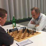 Brett 6: rechts FM Peter Bauer (Elo 2199) gegen FM Joachim Sieglen (Elo 2228)