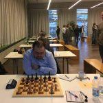Brett 8: Matthias Schwab (Elo 2133) bei seiner Partie gegen Veaceslav Cofman (Elo 2183)
