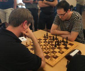 David Ortmann (links) gegen GM Peter Leko